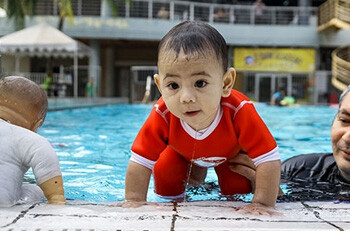 Teach Baby to Swim From Young
